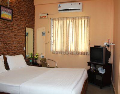 2 BHK Service Apartment in Kandanvhavdi