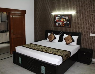 Studio Service Apartment in DLF Phase 4 Gurgaon