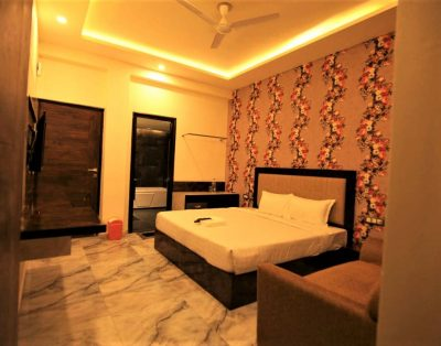 Service Apartments near Express Highway Sector 135 Noida